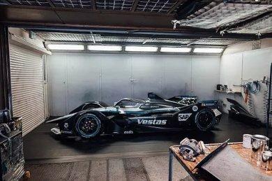 Mercedes, 2021 Formula E aracını ve pilotlarını tanıttı